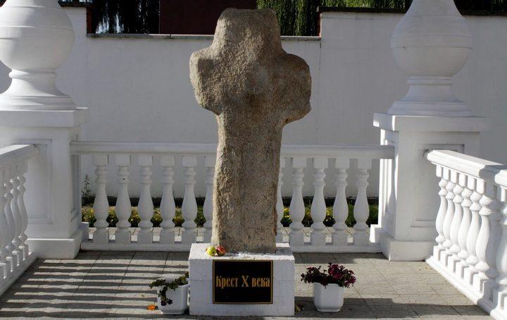 Каменные кресты в Турове, фото