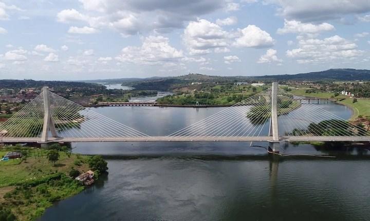 Мост через реку Нил в Джиндже, Уганда, фото