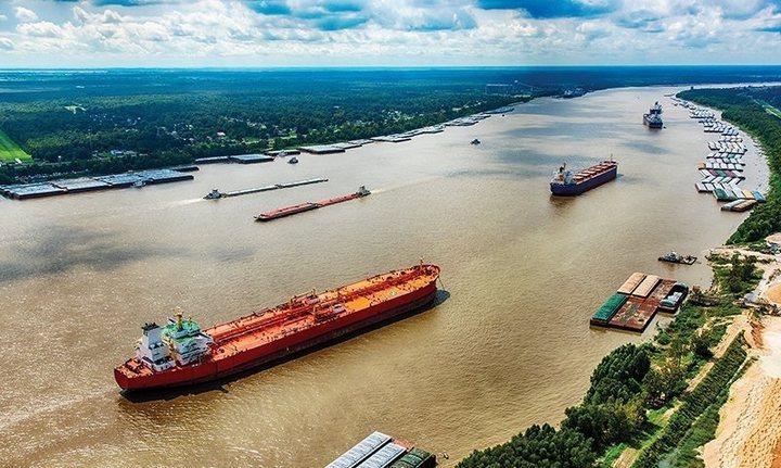 Перевозка грузов на реке Миссисипи, фото