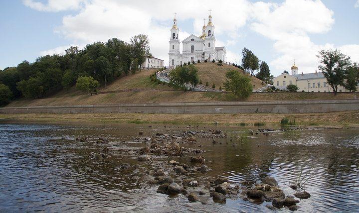 Река Двина в Витебске рекордно обмелела, фото