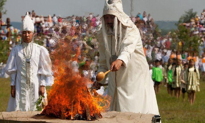 Якутский обряд «Кормление огня», фото