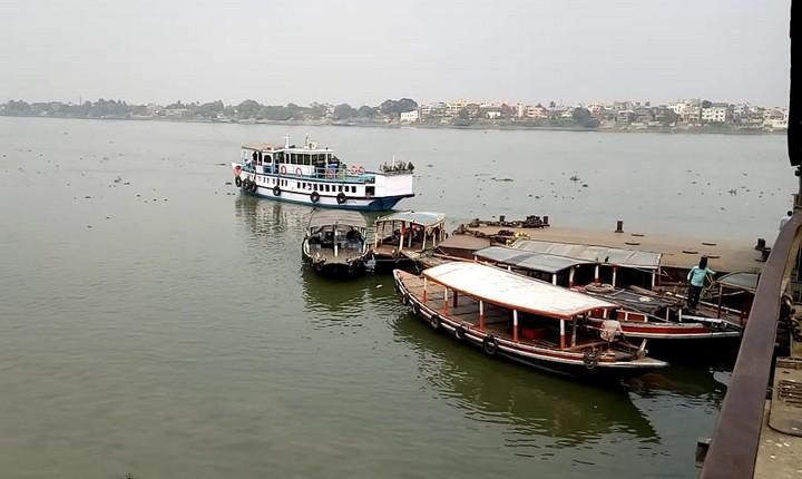 Паромы на реке Ганг, фото