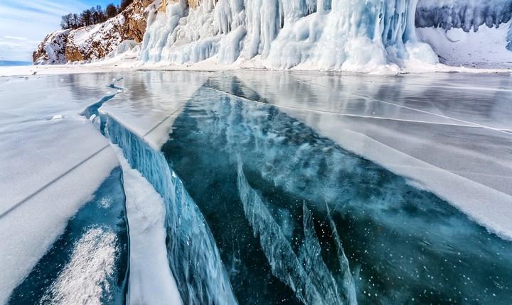 Лед на озере Байкал, фото