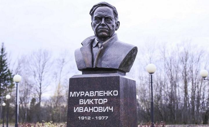 Бюст В.И. Муравленко, фото