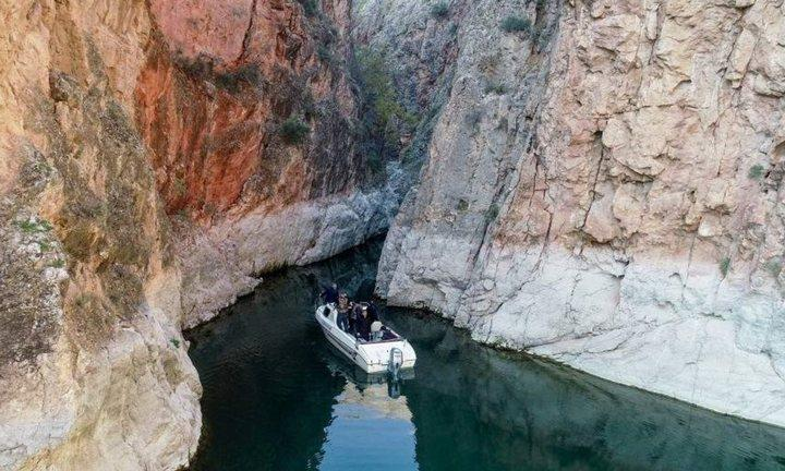Уникальные каньоны на берегах Евфрата привлекают туристов, фото